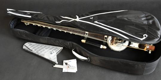 Kora professionelle de scène et de voyage fournie avec housse de protection, stand, cordes de rechange, etc.